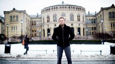 Nestleder Torgeir Knag Fylkesnes (SV) i næringskomiteen oppfordrer til politisk oppgjør i vår, om regjeringens forvaltning av de heleide statsselskapene.