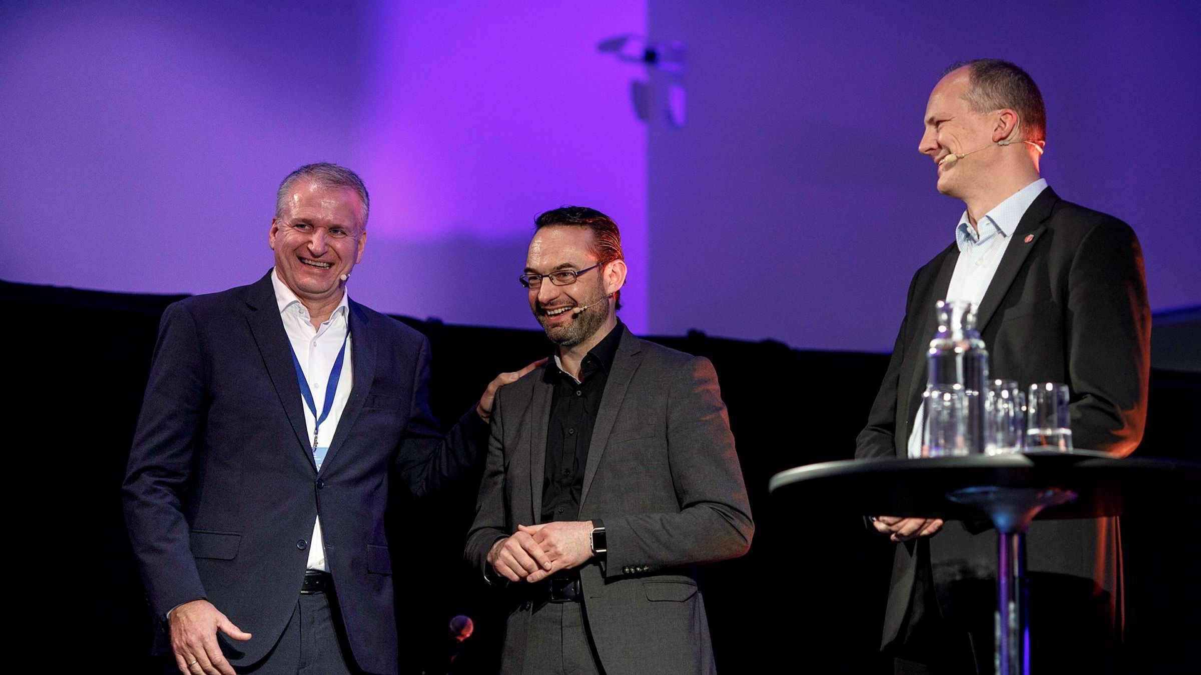 Konsernsjef Terje Male (fra venstre) i Møller Mobility Group feiret seg selv med en konferanse forrige uke. Med på feiringen var Christian Senger, leder for elektrisk mobilitet i VW og samferdselsminister Ketil Solvik-Olsen.
