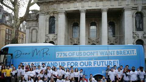 Dagens valg i Storbritannia avgjør om Boris Johnson får sin vilje om brexit så snart som mulig. Brexit-motstandere er på fremmarsj, blant annet ungdomsbevegelsen Our Future, Our Choice (OFOC) på bildet.