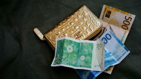 En forbruker alltid har rett til å betale med kontanter ved kjøp i butikker, skriver forbrukertilsynsdirektør Elisabeth Lier Haugseth i innlegget.