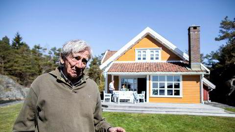 – Alt til sin tid, sier Anton M. Ringøen som nå selger familiens landsted i Høvåg vest i Lillesand. Prisantydningen er 14 millioner kroner.