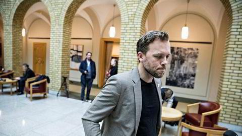 SV-leder Audun Lysbakken vil ha debatt om E-tjenesten.