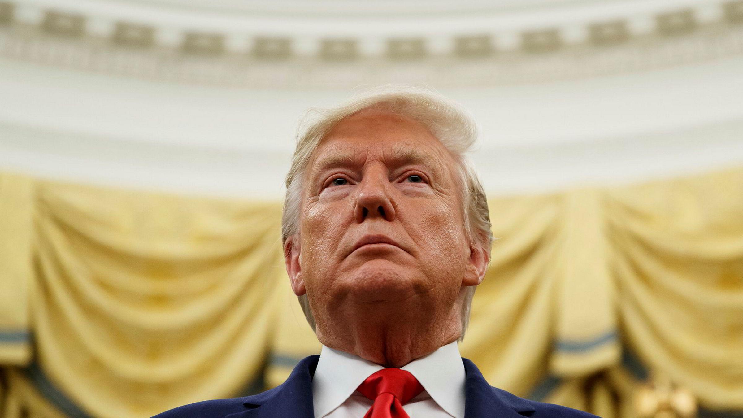 USAs president Donald Trump fikk hjelp fra Russland til å vinne valget, viser granskinger, men det er ikke slått fast at valgkampmedarbeiderne hans samarbeidet med Russland om det. Trump har avvist påstandene om et samarbeid og forsøkt å hindre undersøkelser av hva som har foregått, ifølge Mueller-rapporten. Foto: Alex Brandon / AP / NTB scanpix
