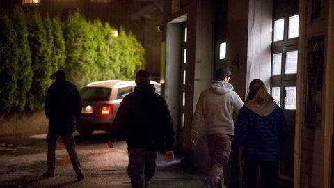 Politiet sjekker de ansattes kontrakter, skatt, oppholdstillatelser og lignende, ved vaskehaller de mistenker opererer ulovlig. Et styrket samarbeid mellom offentlige kontrolletater er en av hovedpilarene i regjeringens strategi mot arbeidslivskriminalitet, skriver statsminister Erna Solberg.