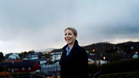 Linn Katrine Høie er blitt toppsjef i oljeselskapet Petrolia Noco, og pendler fra hjemmet i Stavanger til Bergen. Her er hun utenfor pendlerleiligheten like ved kontoret i Bergen.