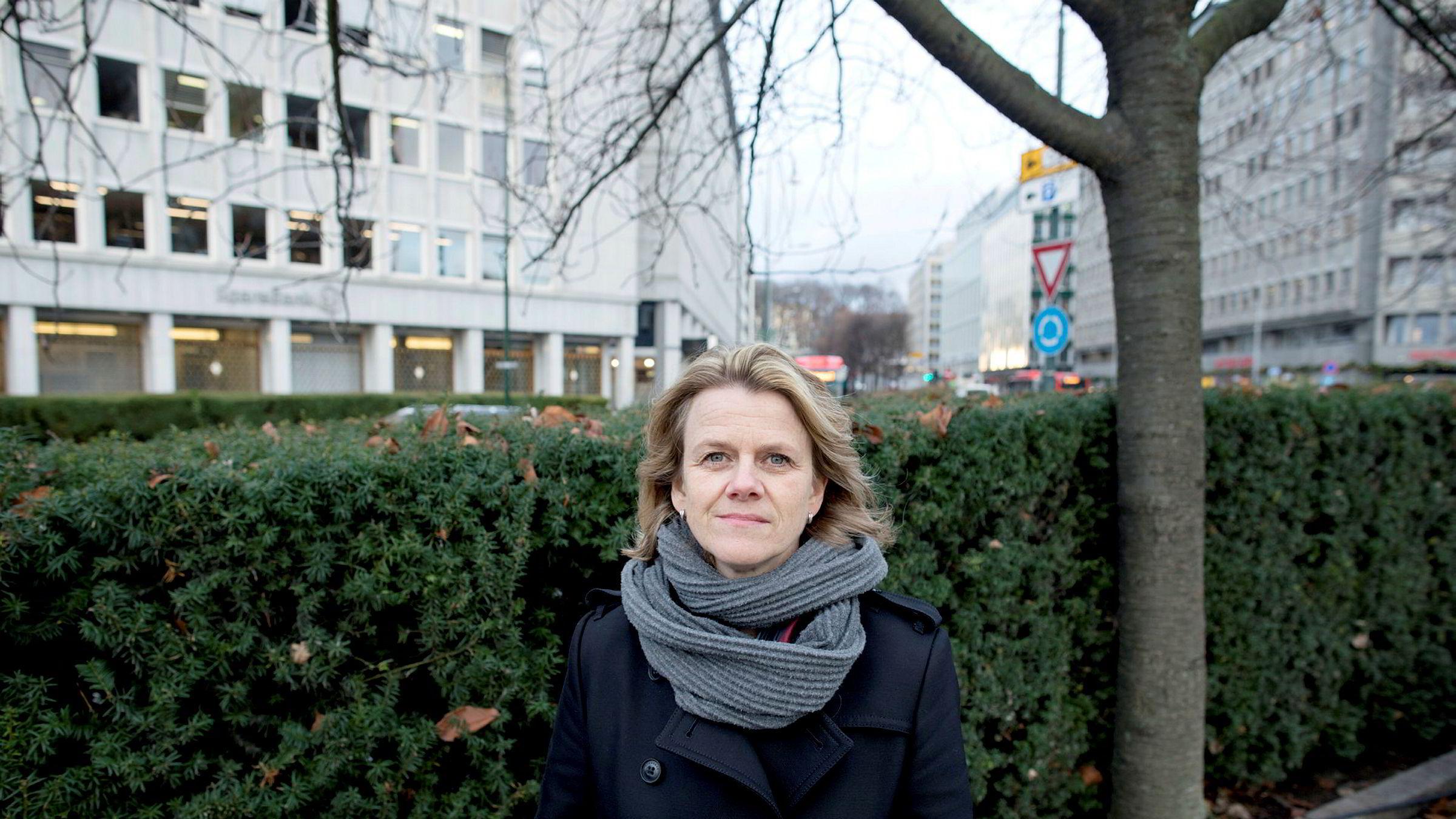 Prorektor og professor Hilde C. Bjørnland ved Handelshøyskolen BI er skuffet over at DNB ikke kutter renten raskere for sine boliglånskunder.