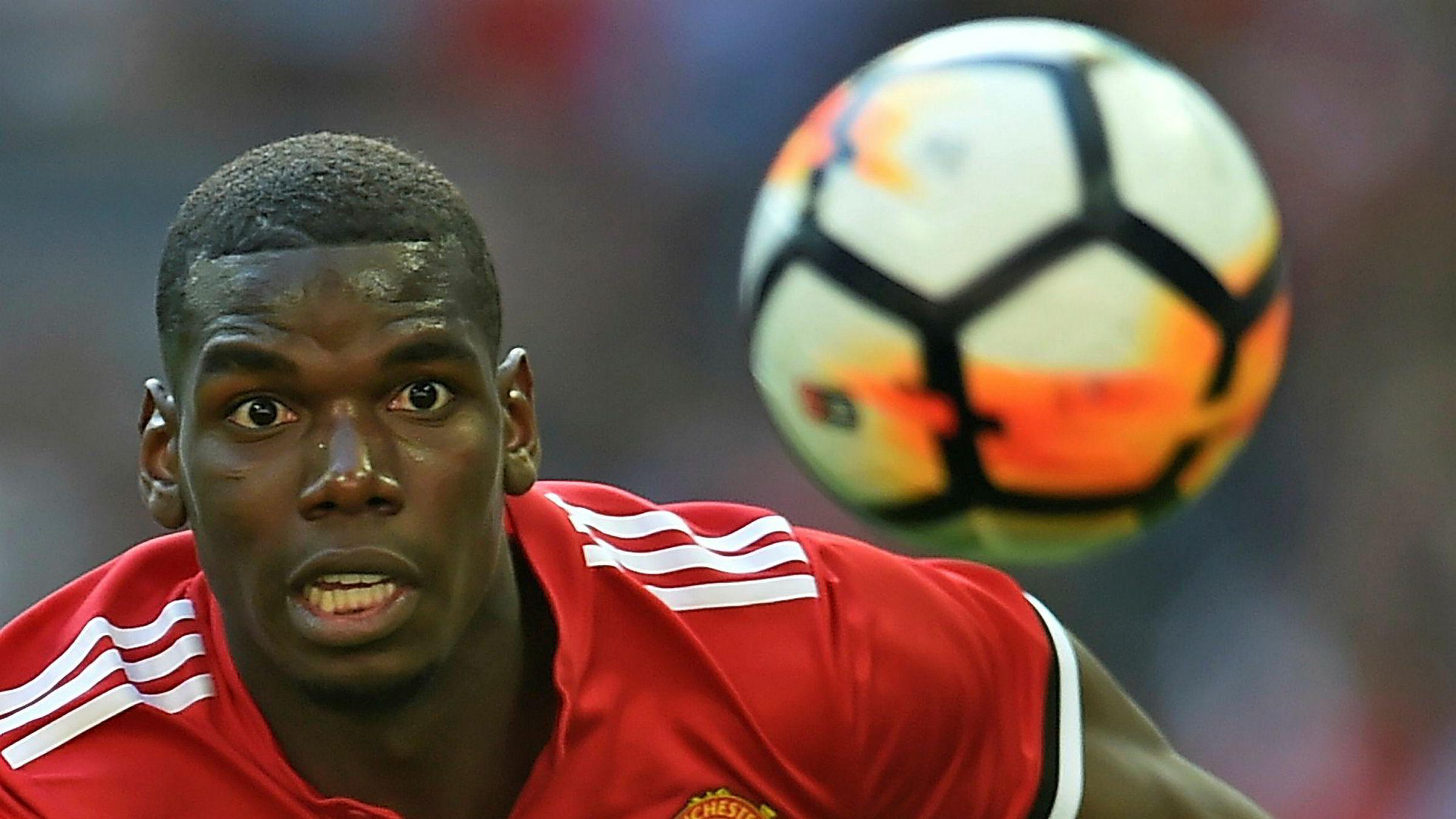 Manchester United-spiller Paul Pogba, her fra FA cup-finalen i mai, vant nylig VM med Frankrike. Klubben starter neste sesong som klodens mest verdifulle fotballag.