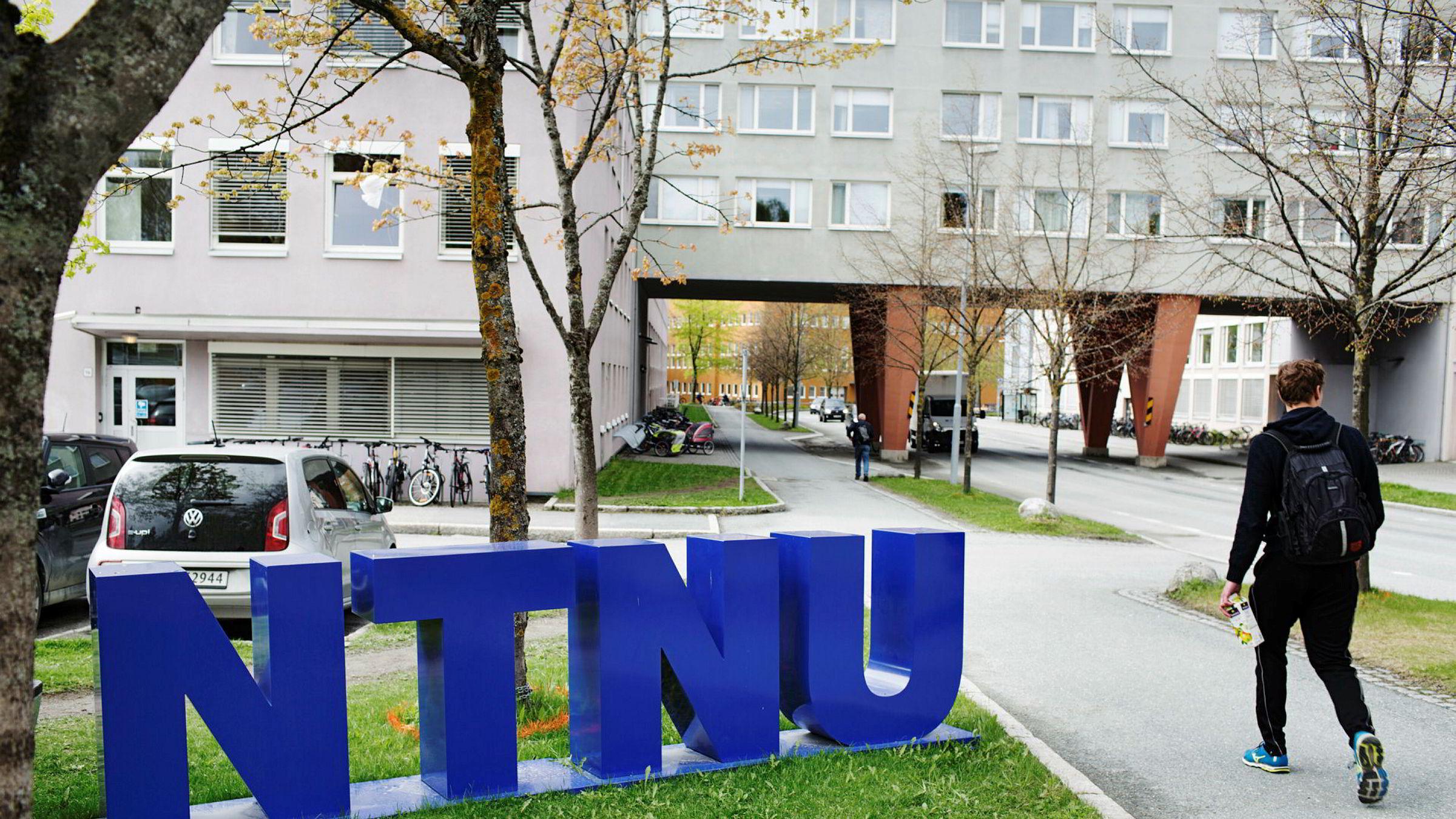 I DNs søketjeneste kan du enkelt finne opptakskrav («karaktersnitt») og ventelister på alle studiene Samordna opptak administrerer. Bildet er fra NTNUs Gløshaugen-campus i Trondheim.
