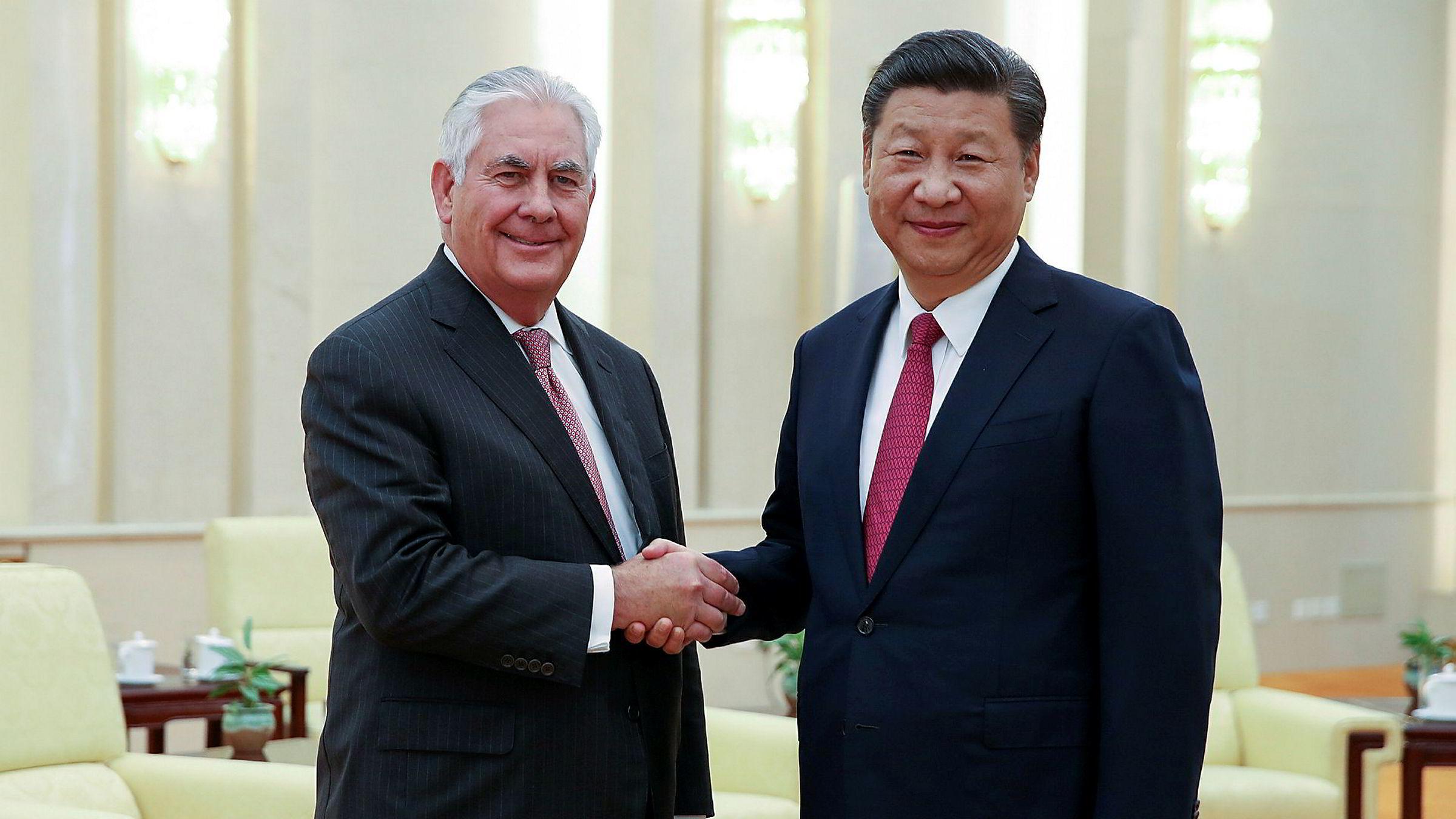 USAs president Donald Trump beskyldes for å undergrave innsatsen som utenriksminister Rex Tillerson nedlegger i håp om å skape en dialog med Nord-Korea. Utenriksministeren møtte Kinas president Xi Jinping i Beijing i helgen.