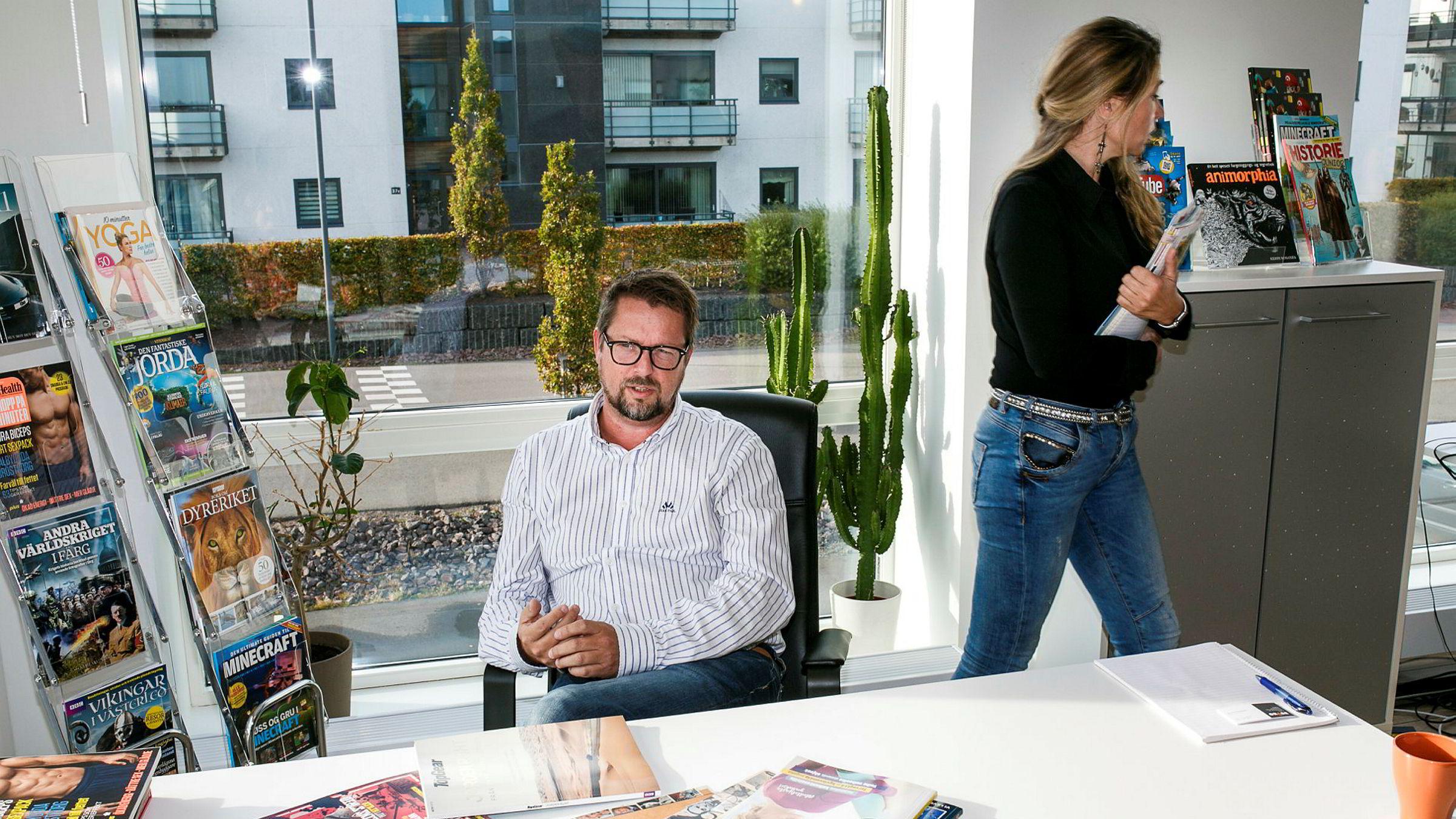 Forlagssjef Øyvind Therkelsen og redaktør Line Therkelsen hos bokasin forlaget Orage. De er også gift.