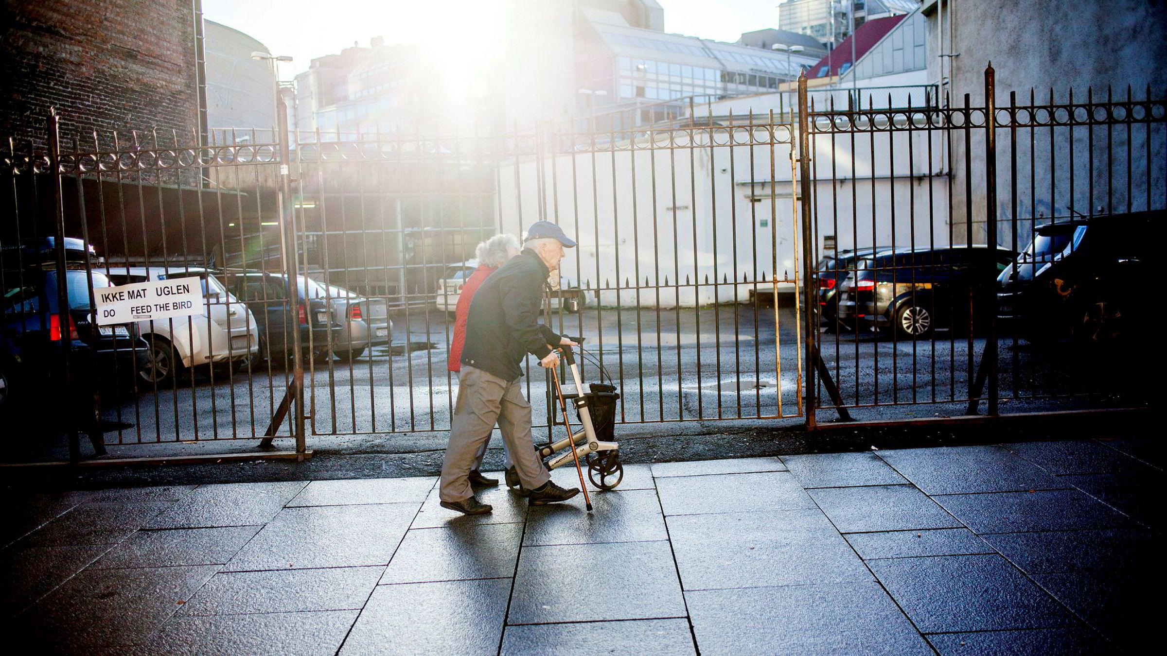 Tre av fire pensjonister har under 400.000 i inntekt. Disse har fått redusert sin pensjon med opp mot 8500 kroner i løpet av fire år med Frp/Høyre-regjering. Det merkes for en vanlig pensjonist, skriver forfatteren.