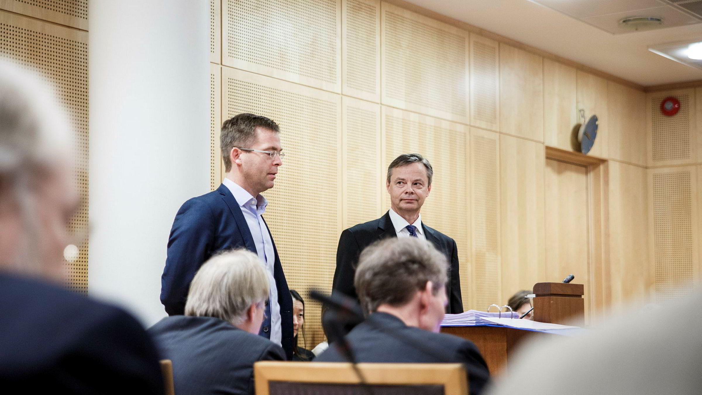Trond Døskeland (fra venstre) og Petter Bjerksund fra NHH er sakkyndige for Forbrukerrådet i saken mot DNB.