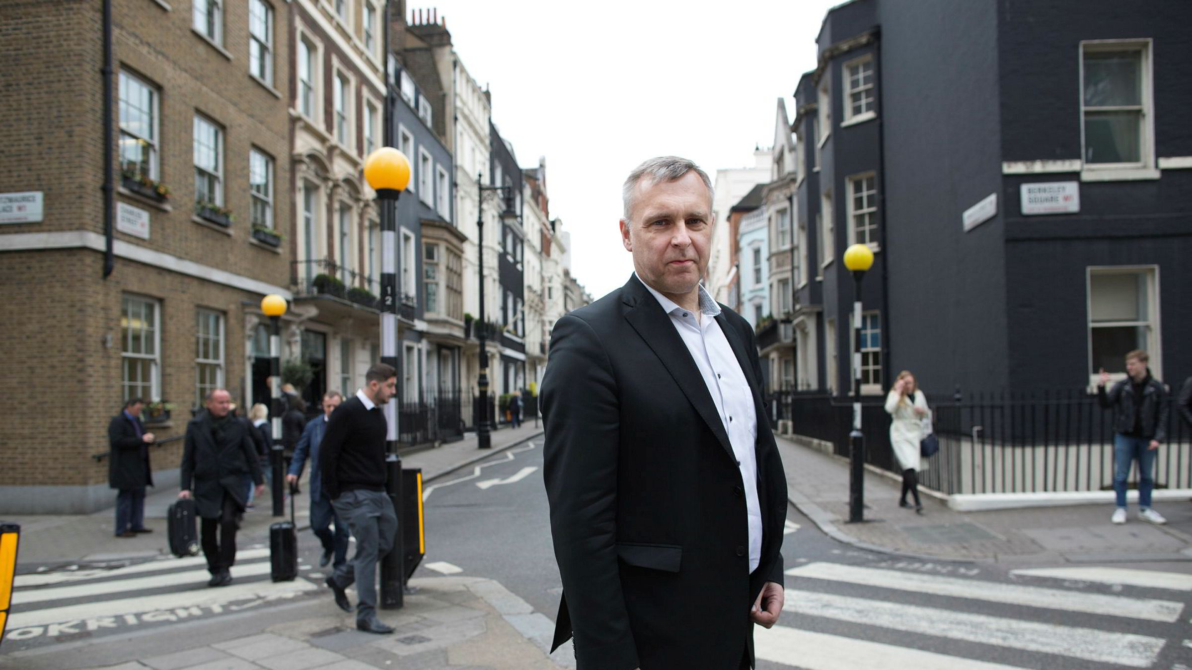 Tidligere Norske Skog-sjef Sven Ombudstvedt er skuffet over det han oppfatter som betinget tillit fra styret. Det er en av grunnene til at han sa opp stillingen. Jeff Gilbert