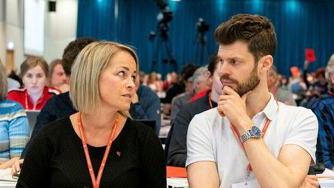 Rødts 2. nestleder Silje Josten Kjosbakken sier partiet vil prioritere kamp mot familiefattigdom i sitt alternative budsjett. Til høyre partileder Bjørnar Moxnes.