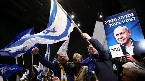 Tilhengerne til Benjamin Netanyahu feirer et godt valgresultat etter at valgdagsmålinger tyder på at Likud får flest mandater.