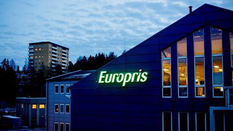 Europris har brutt opp gjennom taket på den stigende trendkanalen på mellomlang sikt. Kursen er i all-time high og videre oppgang indikeres.
