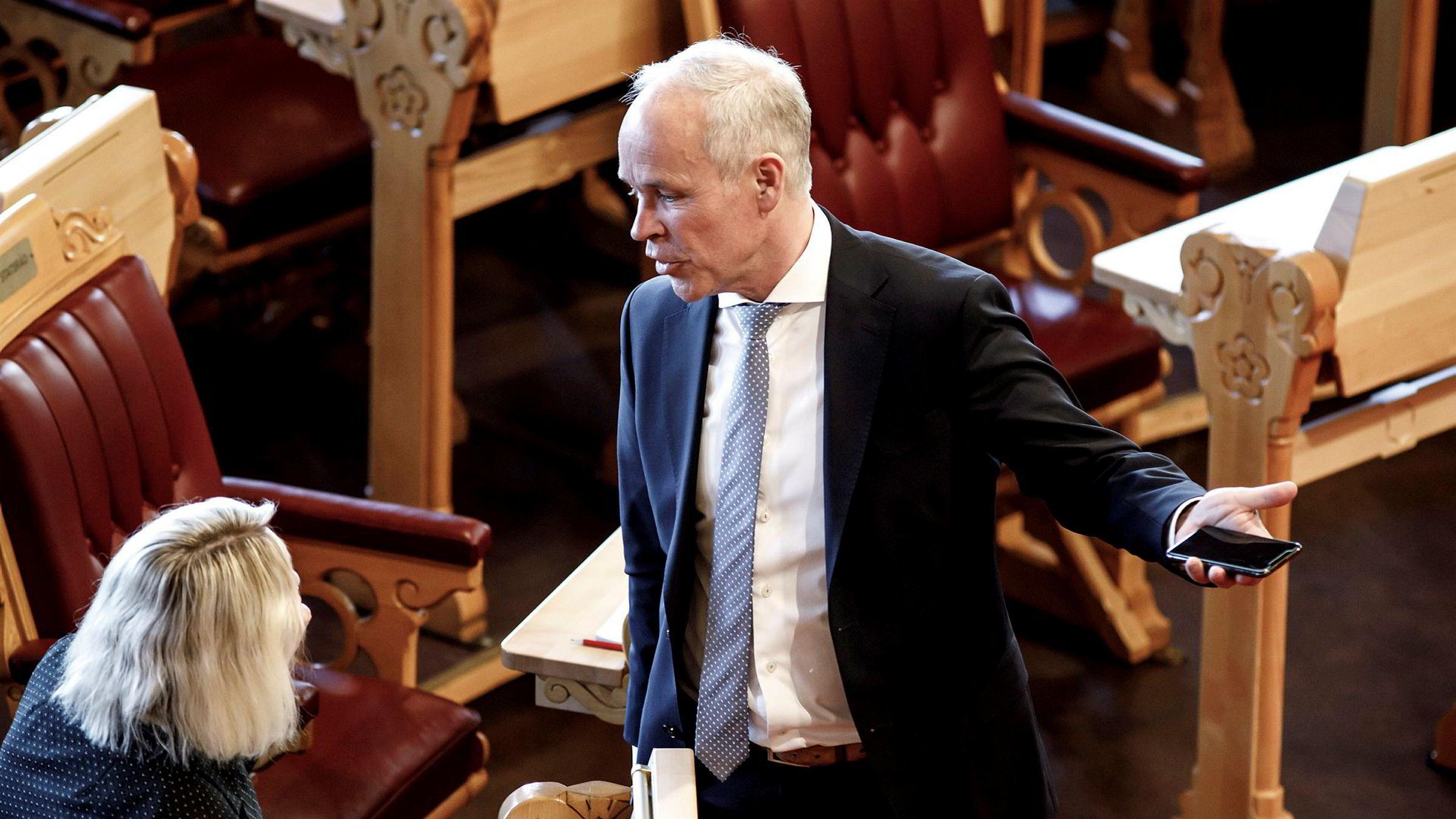 Høyre og nestleder Jan Tore Sanner var veldig kritisk til at Oljefondet skulle å gå ut av kull, påpeker artikkelforfatteren.