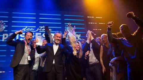 DNs sjefredaktør Amund Djuve kunne ta i mot prisen for «Årets avis» under Årets Mediepriser sammen med flere fra redaksjonen. Det er Mediebedriftenes Landsforening som står bak konkurransen.