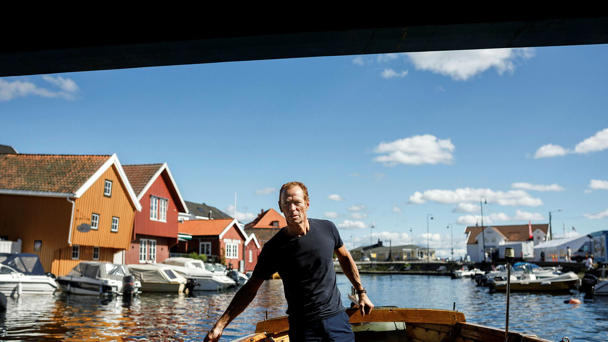 Ved utgangen av fjoråret eide Ivar Tollefsen eiendom for over 59 milliarder kroner gjennom sitt heleide investeringsselskap Fredensborg AS. I tillegg har han hittil i år handlet eiendom for rundt 14 milliarder kroner. Her ombord i båten i Kragerø, der familien har landsted.
