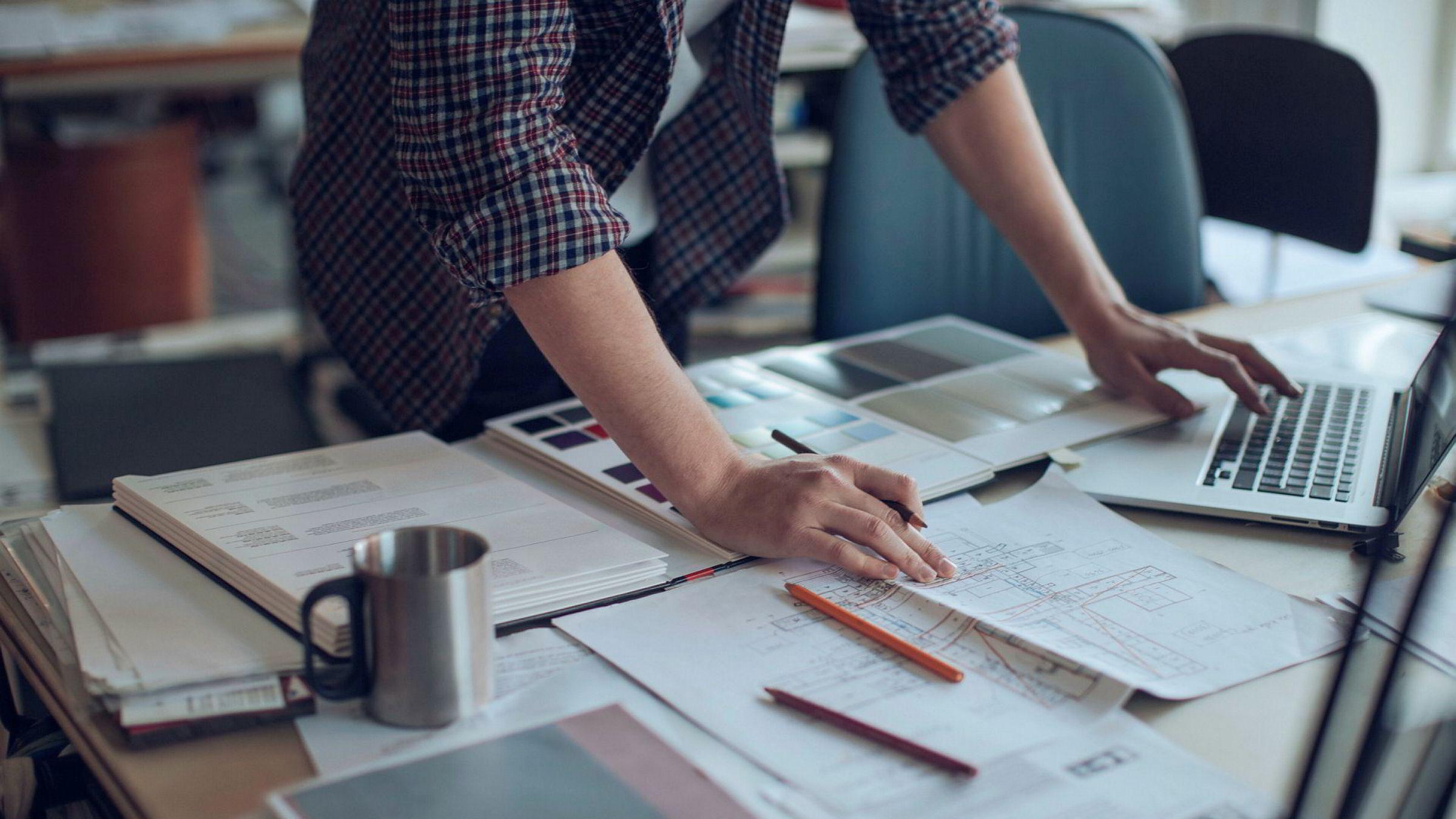 Oppstartsselskaper og andre som ikke kan trekke fra sine kostnader til nyskapning mot overskudd fra etablert virksomhet, blir i praksis diskriminert, skriver artikkelforfatterne.