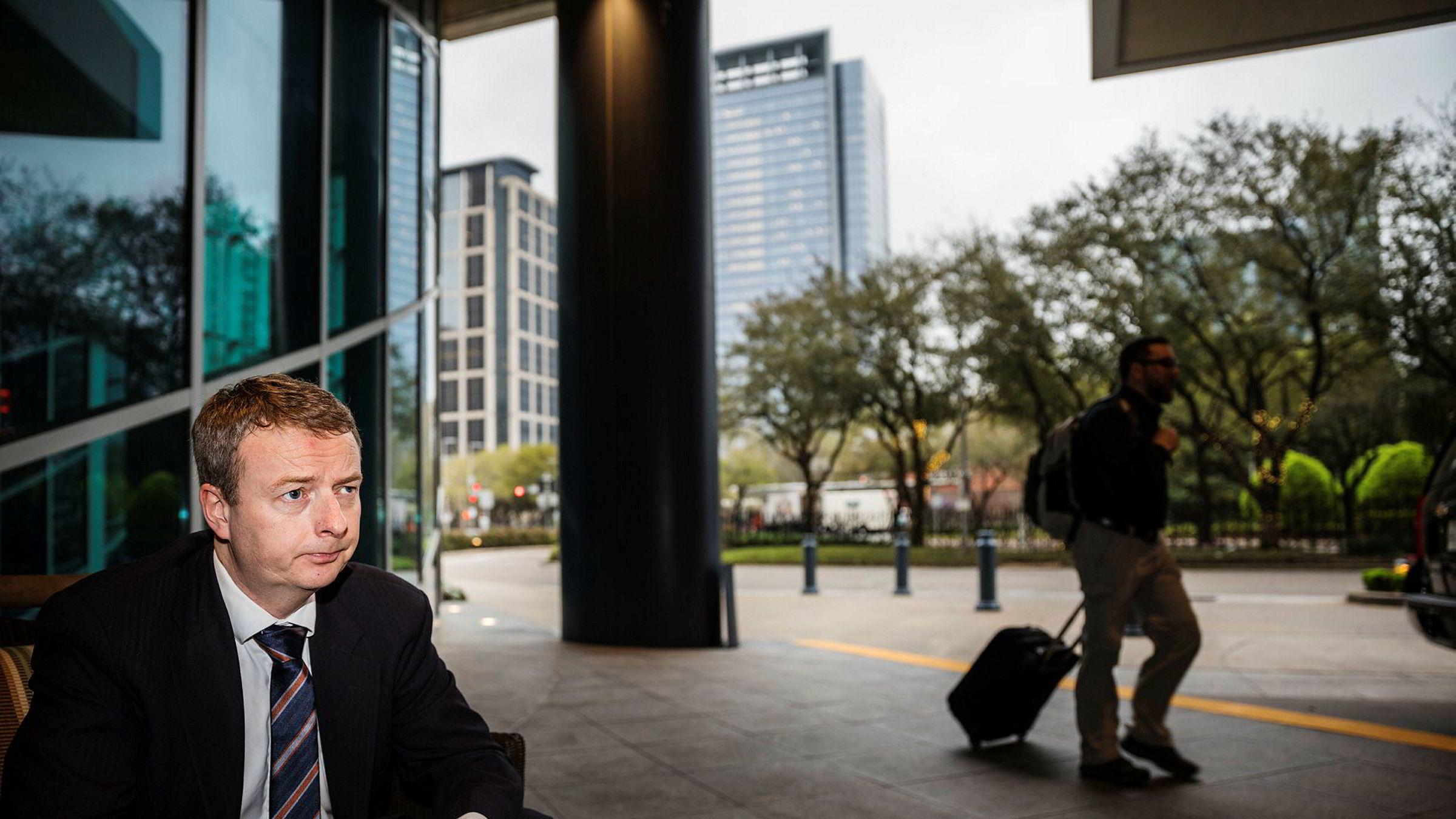– Jeg har stått i noen stormer etter 30 år som politiker, men jeg har knapt opplevd lignende, sier Søviknes, her fotografert i Houston i USA.