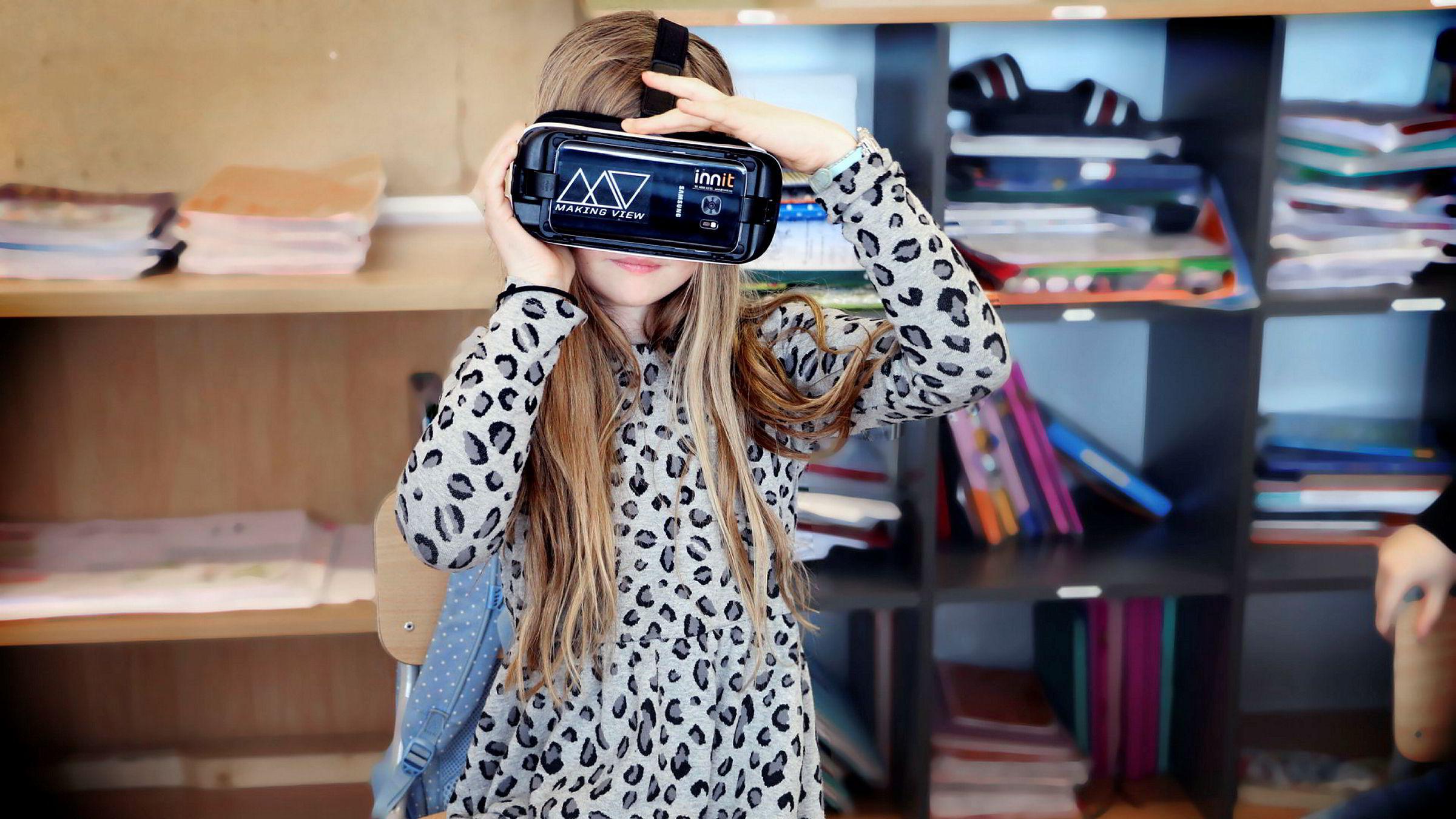 Natalie ved Hanstad skole i Elverum var blant de aller første i landet som testet matematikkopplæring med VR-innhold og VR-briller.