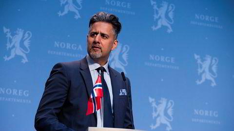 Kulturminister Abid Raja vil ha valuta for pengene han gir til Kultur-Norge, også når det ikke er lov å samles foran scenene.