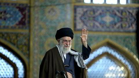 Irans øverste leder Ali Khamenei (bildet) minner om: Iranske varer er best! Det er viktig å minne om med stadig flere utlendinger og utenlandske produkter som nå finner veien til Iran. Foto: Reuters/NTB Scanpix