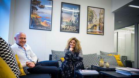 Elle-redaktør Signy Fardal, United Publishing og Kjetil Tveter i United Influencersfant nytt trykkeri i Ålgård sør for Sandnes.