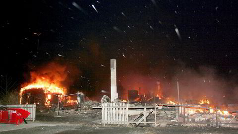 40 hus brant ned under storbrannen i Lærdal i januar 2014. Telenors hus ble tatt av flammene og tettstedet var uten mobilnett, noe som gjorde redningsarbeidet vanskelig.