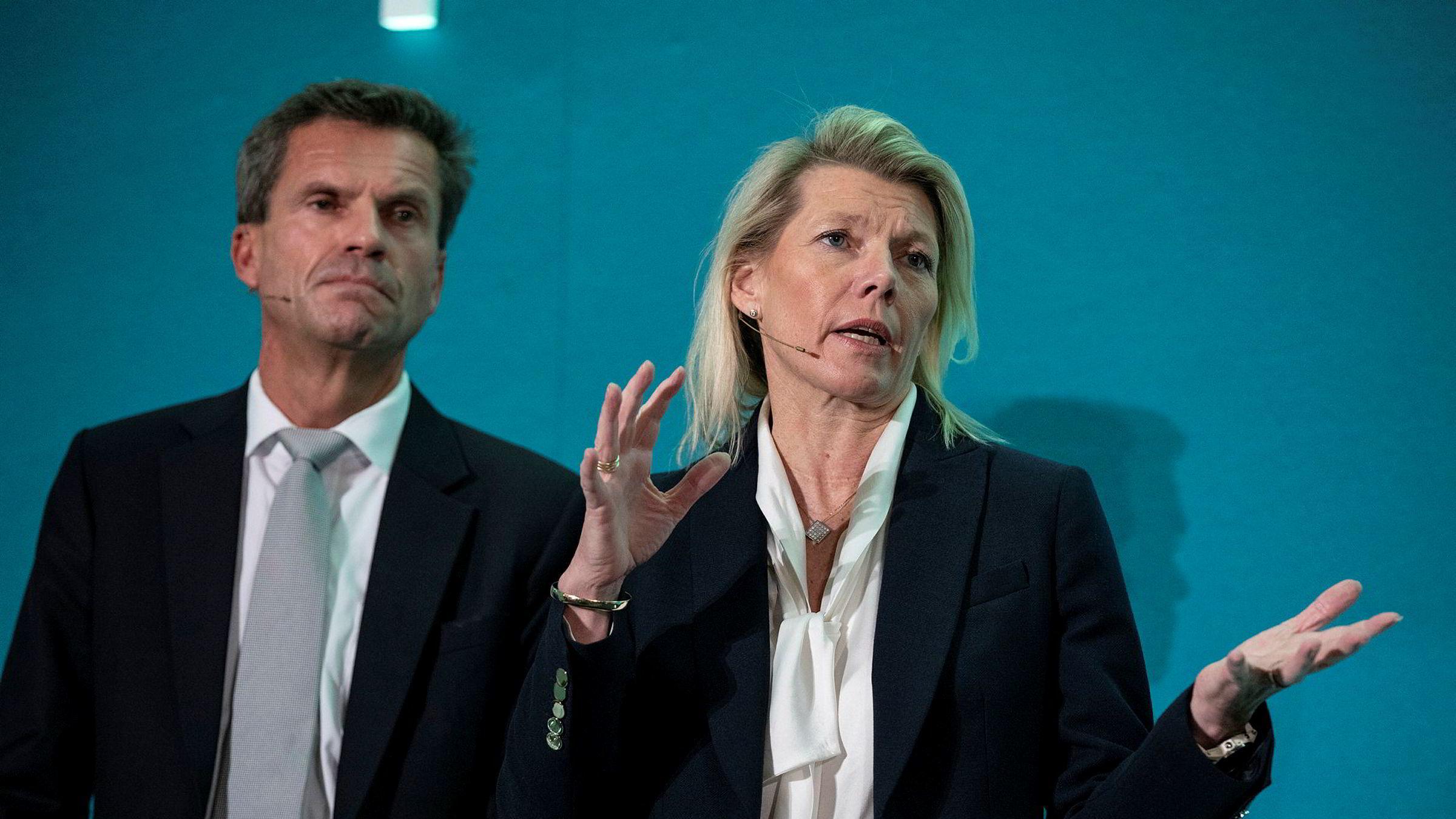 Finansdirektør Ottar Ertzeid og konsernsjef Kjerstin Braathen i DNB snur og kutter renten senest 5. april etter at flere har uttrykt misnøye over bankens motvilje til å kutte renten raskere.