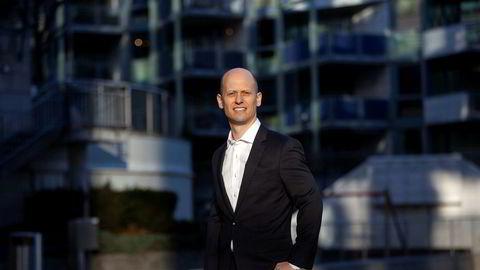 Sjeføkonom Øystein Børsum i Swedbank tror Norges Bank setter opp renten neste år.