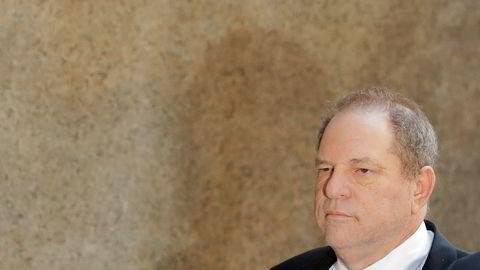 Filmprodusent Harvey Weinstein ble mandag løslatt mot kausjon.