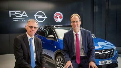 PSA-sjef Carlos Tavares og Opel-sjef Michael Lohscheller la torsdag frem Opels fremtidsplaner. Blant annet blir det en ladbar hybrid-versjon av Opel Grandland X som står i bakgrunnen.