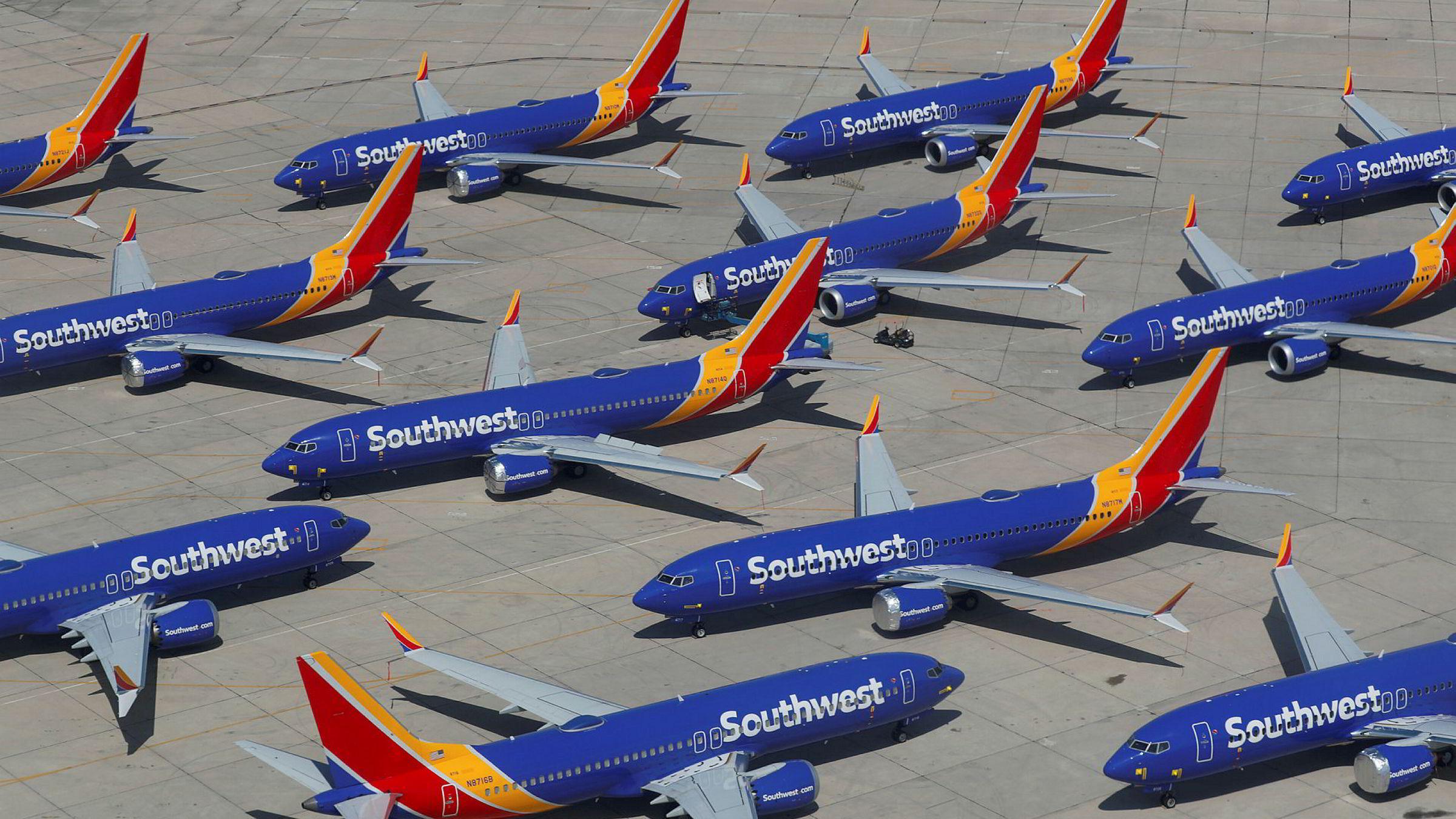Boeing Max 8-fly tilhørende det amerikanske flyselskapet Southwest Airlines står her parkert på Victorville Airport i California i påvente av at de tekniske problemene løses.