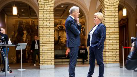 Ap-leder Jonas Gahr Støre og Frp-leder Siv Jensen går stadig oftere sammen mot Erna Solbergs regjering.