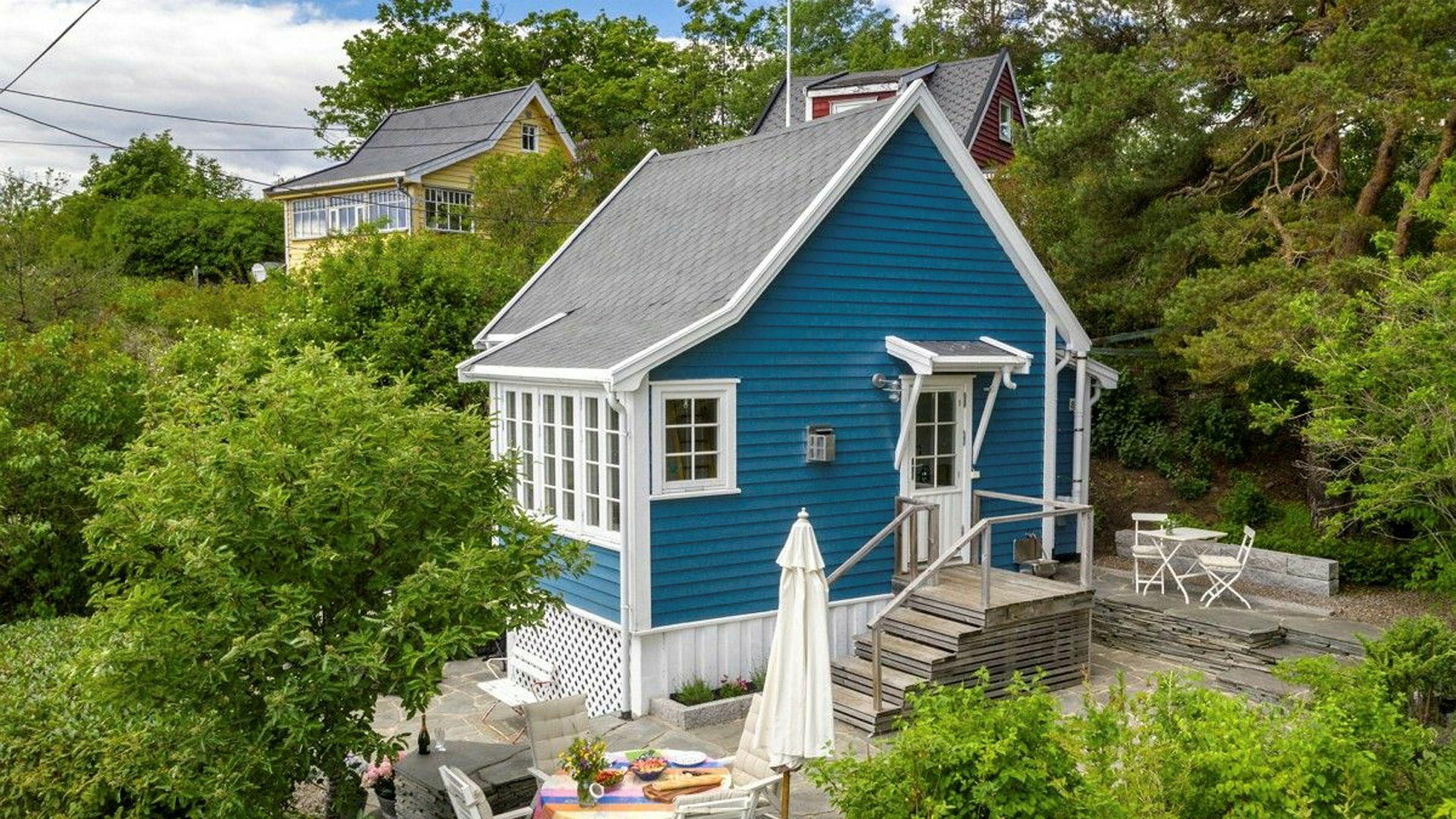 Den lille hytta på 32 kvadratmeter ble solgt for 6,4 millioner kroner, 900.000 kroner over prisantydningen.