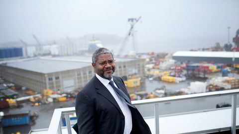 Pierre Bang er Totals sjef i Norge. Her står han på taket av kontoret i Stavanger.