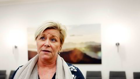 I løpet av de siste månedene har finansminister Siv Jensen vært gjennom tre runder med skriftlige spørsmål og en åpen høring. Nå har Stortingets kontroll- og konstitusjonskomité lagt opp til å komme med en konklusjon om ytterligere en måned, 6. mars.