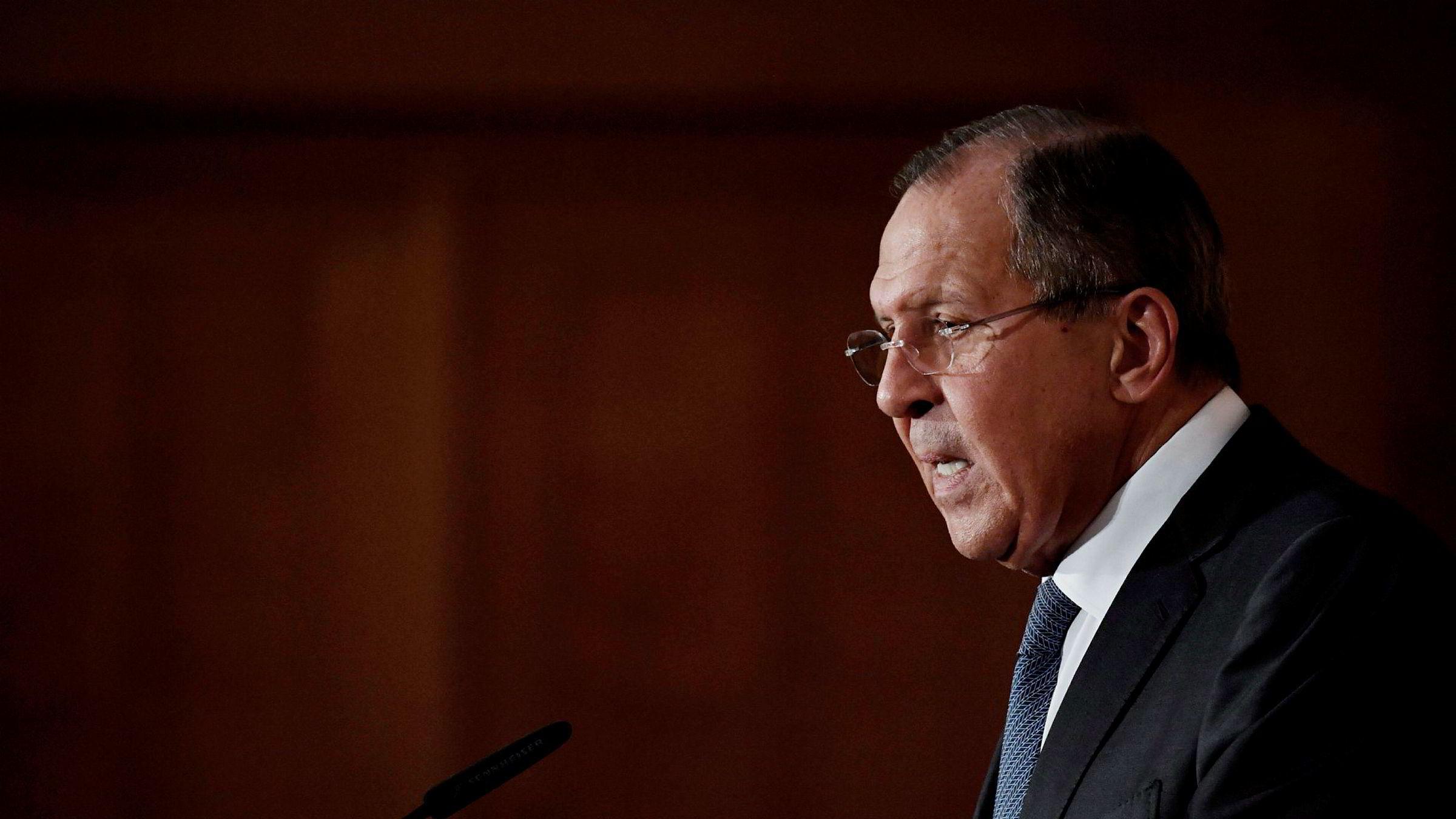 Russlands utenriksminister Sergej Lavrov sier at den nye amerikanske strategien «legger vekt på maktbruk», og legger til at «dette er en plan vi ikke tror vil føre frem».