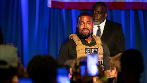 En tydelig rørt Kanye West gjør sin første opptreden som presidentkandidat.