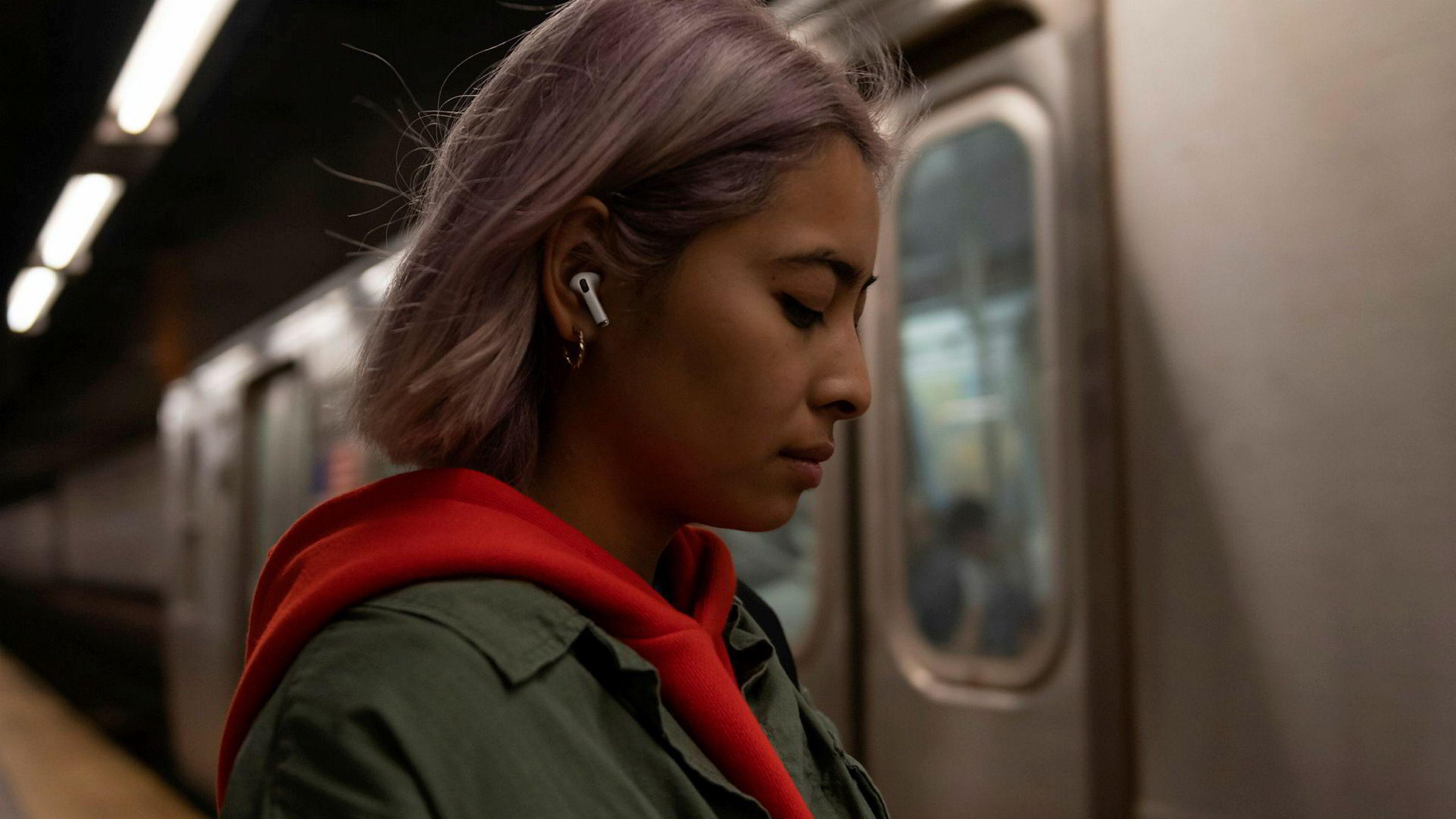 Salget av den nye versjonen av Apples airpods har tatt av.