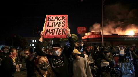 Demonstrasjoner på tredje dagen i Minneapolis etter at George Floyd døde etter en brutal pågripelse av politiet.
