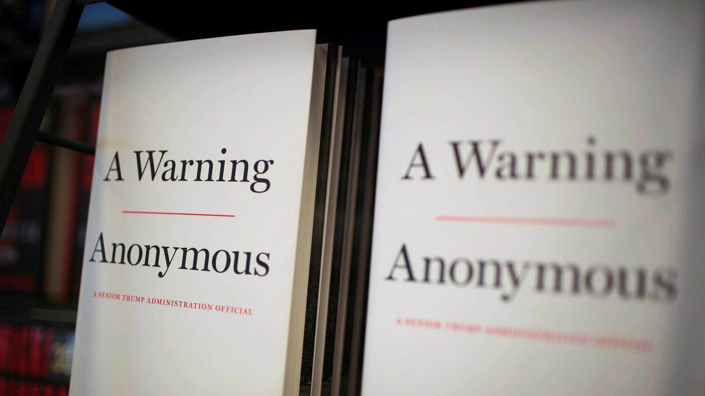 Boken «A Warning» her til salgs i Chicago. Forfatteren er foreløpig anonym.