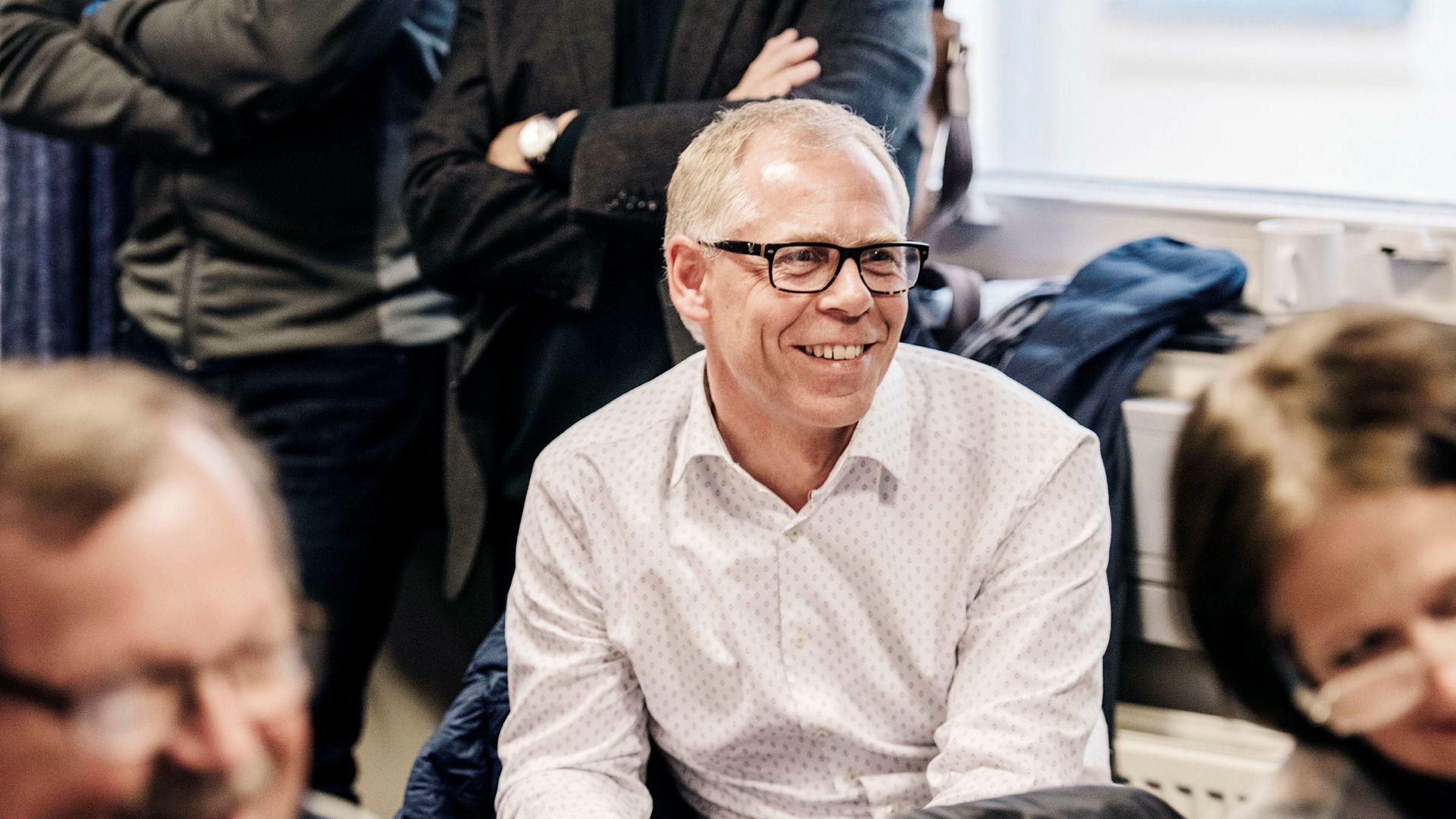 Jan Erik Mushom, eier av Mushom Invest og hovedeier i Mentor Medier, overrasket med et aksjesalg i forkant av ekstraordinær generalforsamling, som trolig var et forsøk på å redde jobben til Mentor Mediers styreleder Tomas Brunegård.