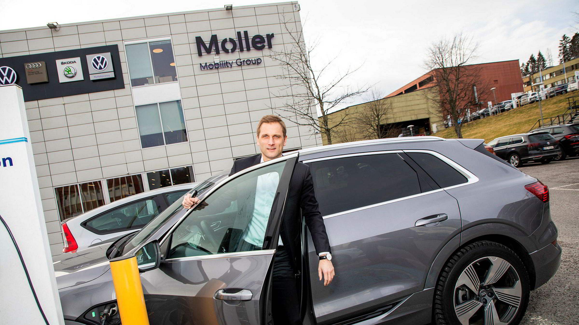Møller Mobility Group permitterer 750 ansatte. Samtidig går ledelsen ned i lønn. Konsernsjef Petter Hellman sier fra seg 30 prosent av lønnen sin.