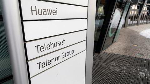 Huawei har lokaler i Telenors bygg på Fornebu. Uten tydelige retningslinjer står et økonomisk drevet næringsliv i fare for å bli en brikke i Kinas stormaktsspill, skriver artikkelforfatteren.