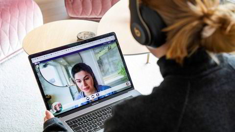 Family Sports Club tilbyr nå videokonsultasjon av lege, psykolog eller fysioterapeut. Hifsa Rasti jobber som videolege og må nå jobbe fra sitt hjemmekontor.