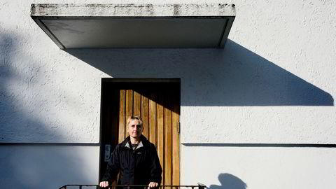 Finansprofessor Karin Thorburn på Norges Handelshøyskole reagerer på fremgangsmåten til hovedeieren i Fjord1, som har varslet en mulig sammenslåing med et annet rederi. – De øvrige aksjonærene må bære kostnaden for det, sier hun.