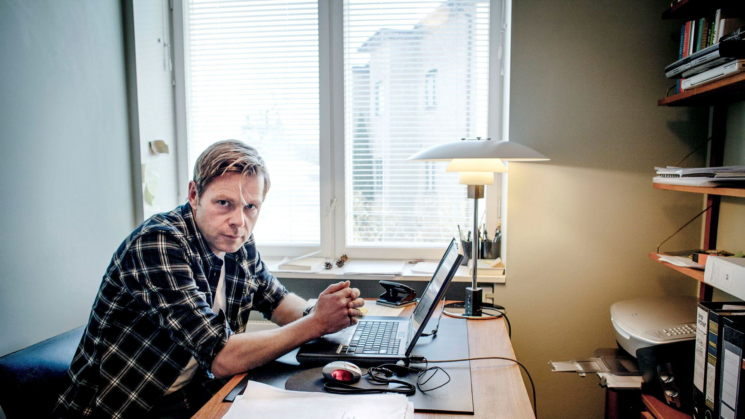 Forfatter Henrik Langeland mener Aker farer med uriktigheter om prosessen frem mot jubileumsboken Aker til slutt valgte ikke å utgi.